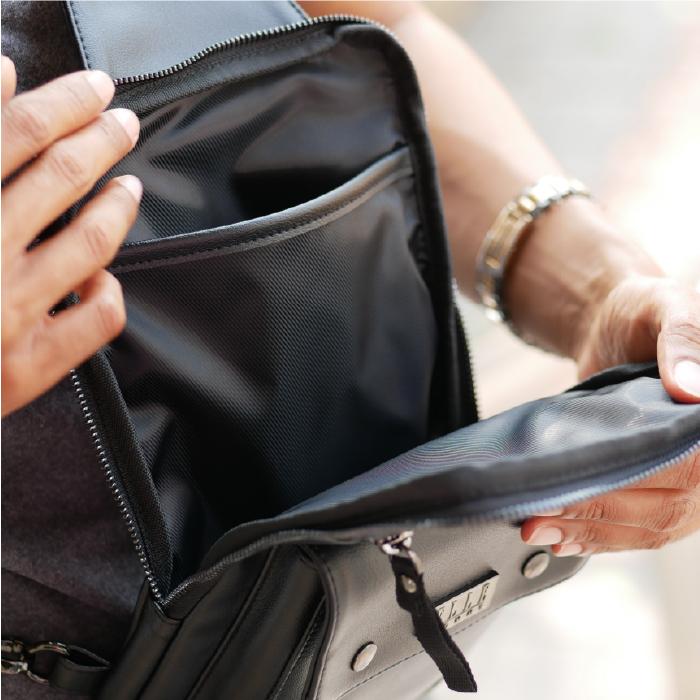 ELLE HOMME กระเป๋าสะพายข้างผู้ชาย และ กระเป๋าสตางค์สีดำ